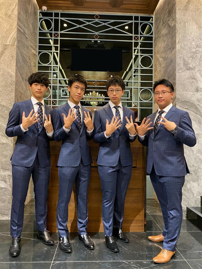 2020年第52届国际化学奥林匹亚竞赛我国国手,左起张恒睿、黄士朋、吴建沂、陈孟甫。(教育部提供)