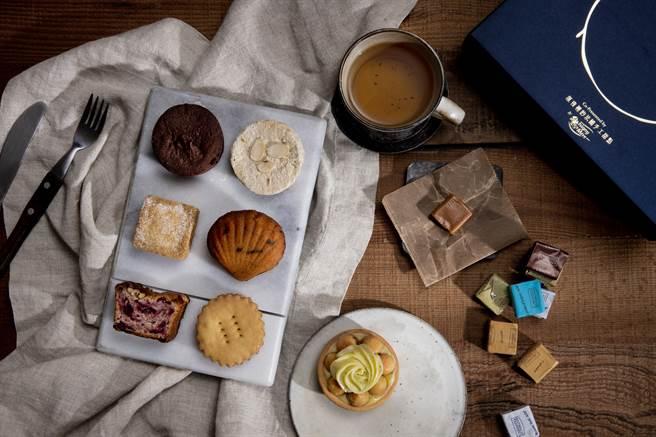 深夜裡的法國手工甜點和依思尼合作推出聯名中秋禮盒,圖中為經典款內裝。(圖/品牌提供)