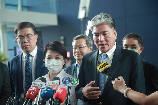 前新政部長李鴻源表示,「我希望不要變成台電認為,說是台中市政府在找他麻煩」。(盧金足攝)