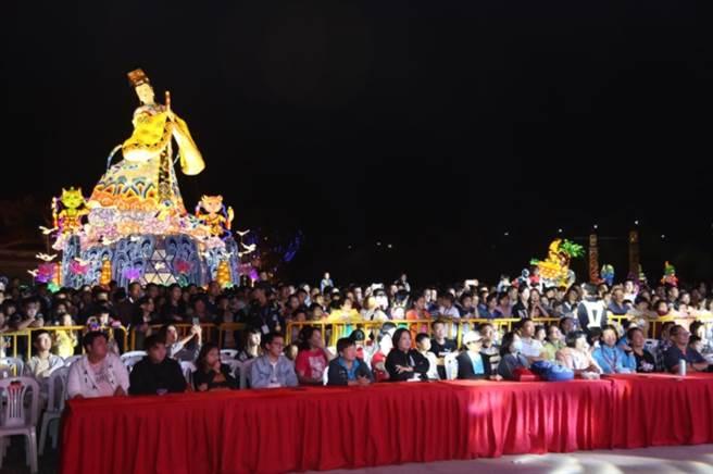 海峽兩岸(昆山)中秋燈會自2013年舉辦已來,每屆都吸引數十人潮參觀。(主辦單位提供)