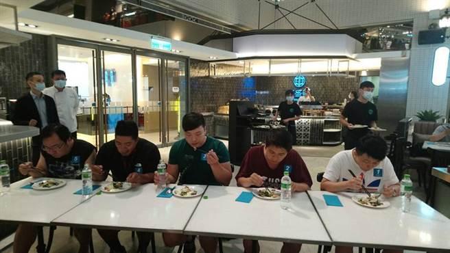 (台式茶餐廳「丰盛町」,今日舉辦「骰子牛大胃王挑戰賽」。圖/曾麗芳)