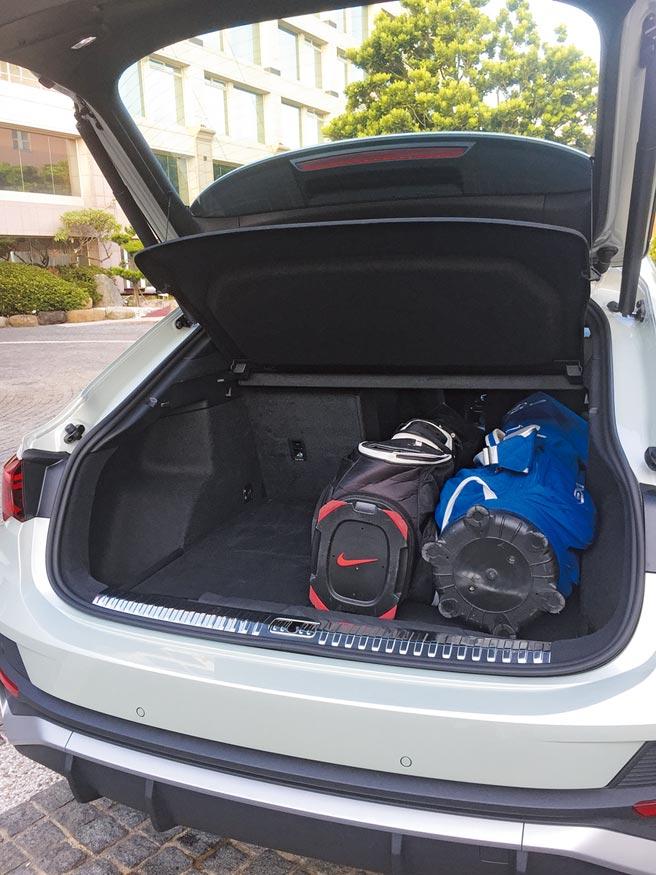 標準行李廂容積比前代大增70公升。圖中可見選配之不鏽鋼行李廂護板。