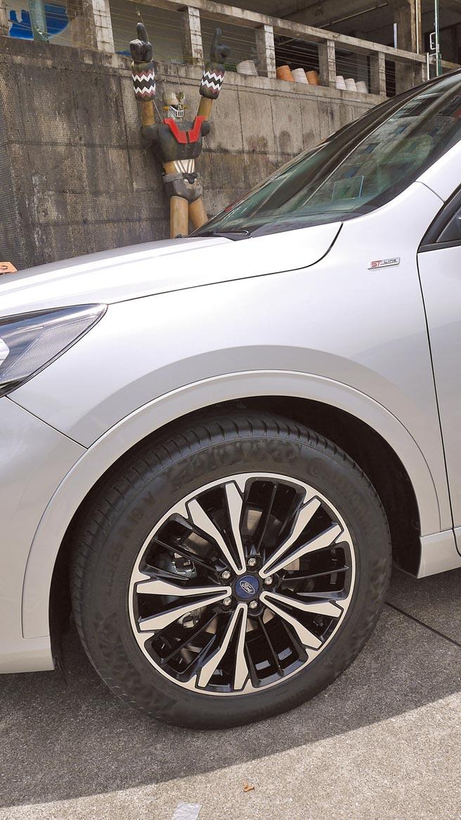 試駕車標配之19吋ST-Line鷹爪雙色切削鋁圈。