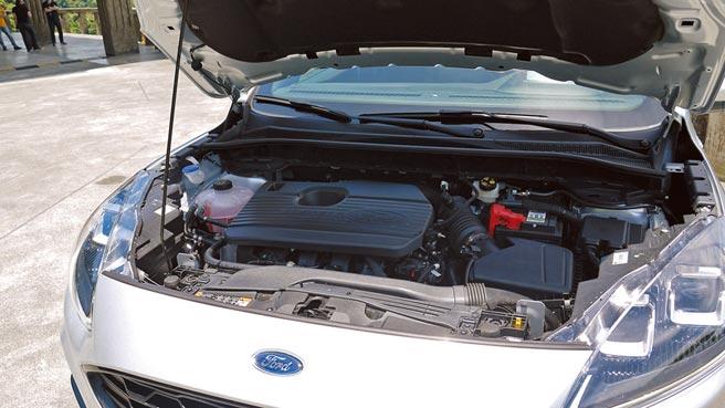 Kuga EcoBoost250所採2.0升汽油渦輪引擎最大馬力250匹,峰值扭力則高達38.7公斤米。
