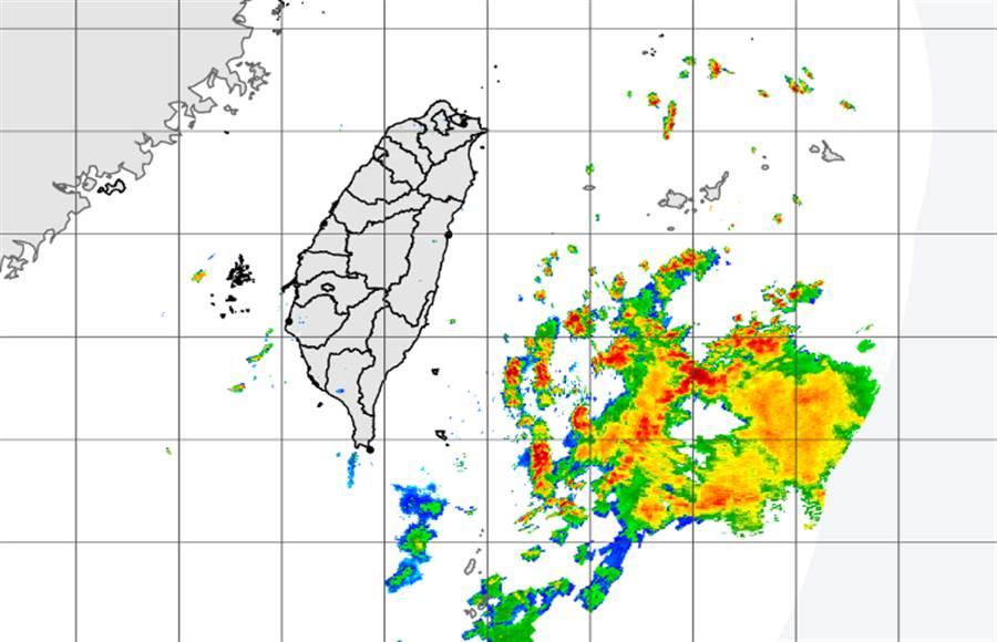 低壓盤據台灣東部海域,天氣不穩定。(中央氣象局提供)