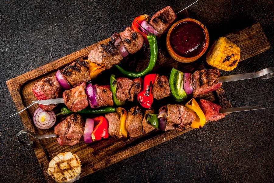 貴州燒烤店「回收肉品」高溫消毒再上桌。示意圖。(圖片來源/達志影像shutterstock提供)