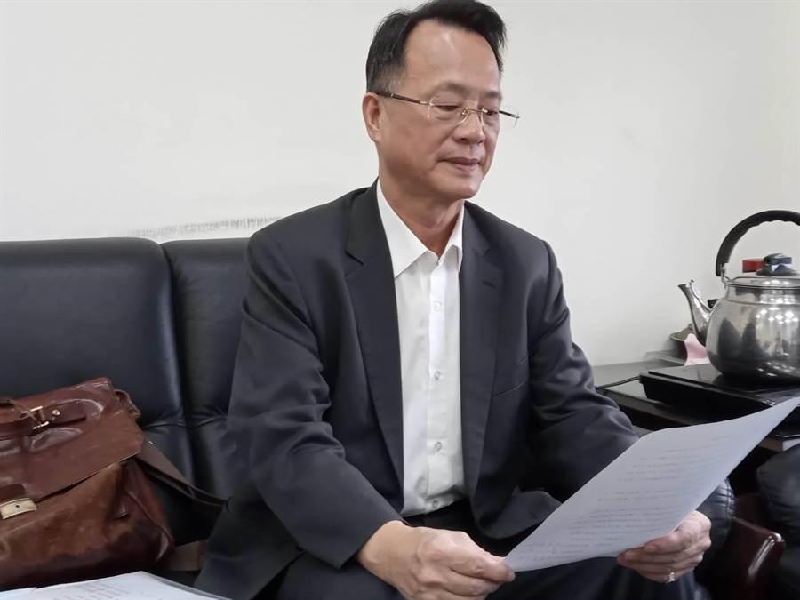 盛唐中醫診所院長呂世明的律師代表他發表道歉聲明。(林欣儀翻攝)
