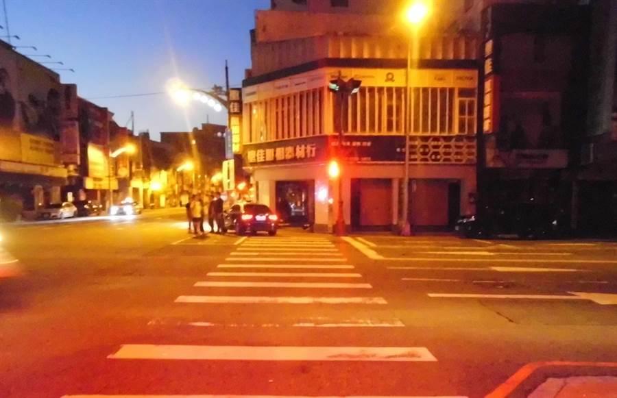 台中市台灣大道、三民路口發生死亡車禍。(民眾提供/林欣儀台中傳真)
