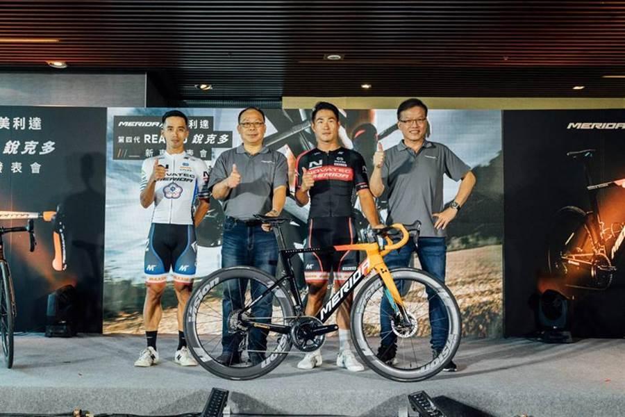 (美利达第四代「REACTO锐克多」空气动力型公路车(aero bike),14日首度在台正式亮相。图/美利达提供)