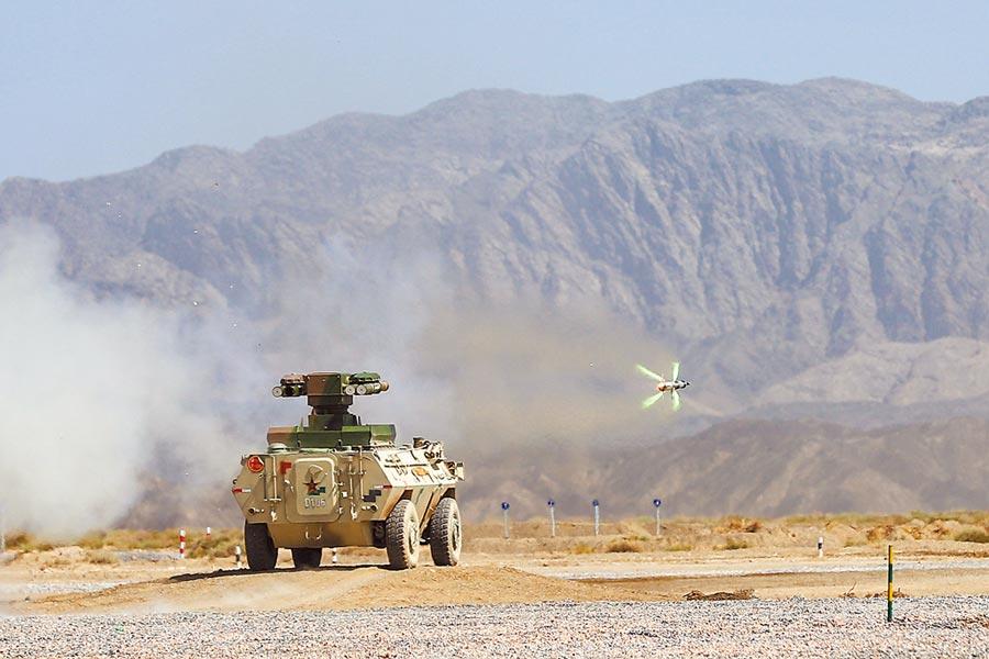 大陸紅箭-9反坦克飛彈發射車,對地面裝甲目標進行打擊。(新華社資料照片)