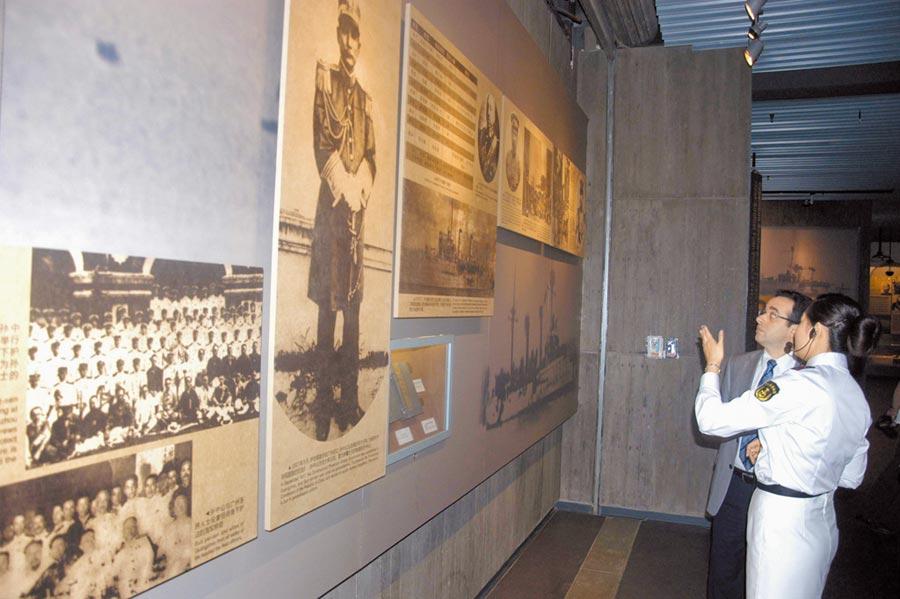 中山艦牽動中國近代史,圖為「百年中山艦與孫中山及美國特展」在湖北武漢中山艦博物館舉行。(中新社資料照片)