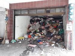 6旬獨居婦垃圾滿到天花板 空拍機查獲孑孓開罰