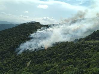 瑞芳驚傳火燒山 現場濃煙密佈 警消緊急灌救