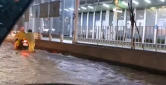 杏仁哥:高雄淹水啦 淹成這樣