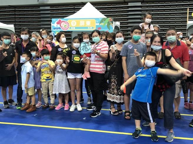 中華道家協會舉辦環島體驗活動,邀請無法出遊弱勢家庭,一起闖關玩台灣。(許家寧攝)