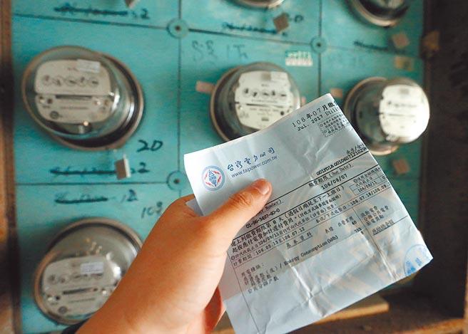 一位女网友求助表示,平时都用信用卡自动扣缴电费,近日查询用电缴费记录却被10月的惊人电费吓到。(本报资料照片)