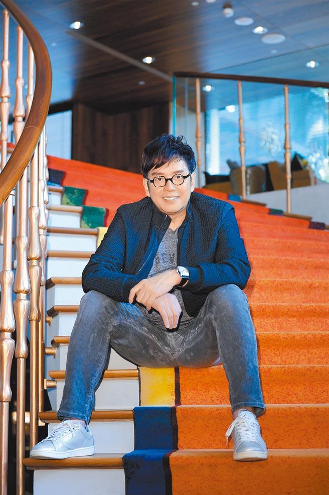 譚詠麟公開等同扶正小三朱詠婷,2017年譚曉風從普林斯頓大學畢業。