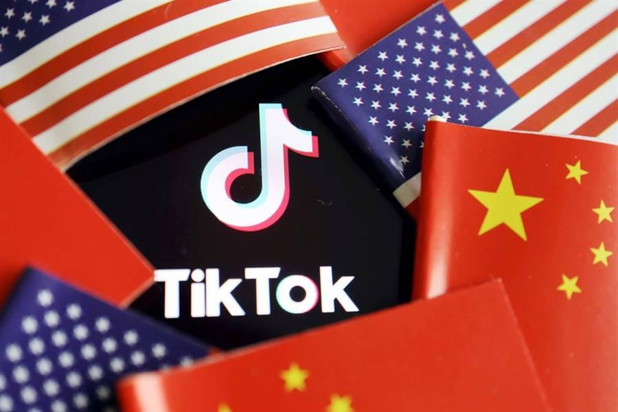 繼下令45天後禁止任何美國公司和TikTok母公司「字節跳動」交易後,美國總統川普再對TikTok出手,14日晚間發布行政命令,限期字節跳動90天內出售TikTok美國業務。(圖/路透社)