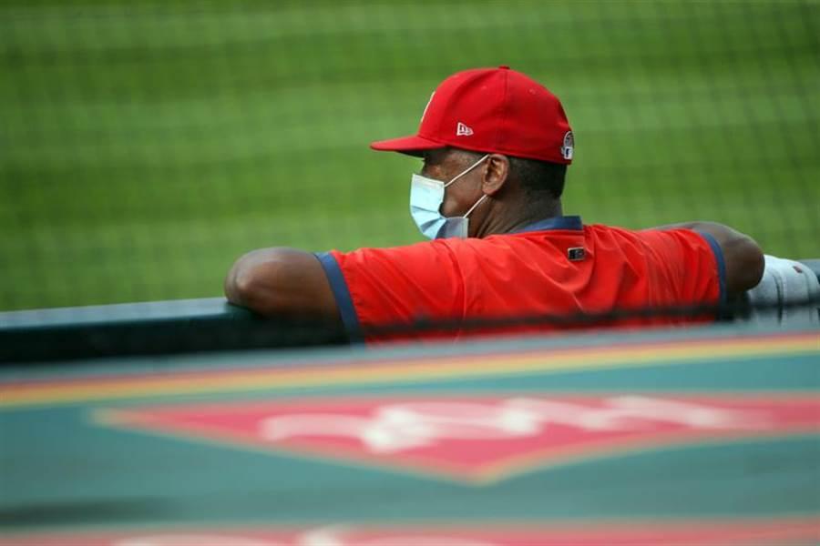 紅雀隊61歲教練麥基因為自身患有高血壓,因此決定退出今年賽季。(美聯社資料照)
