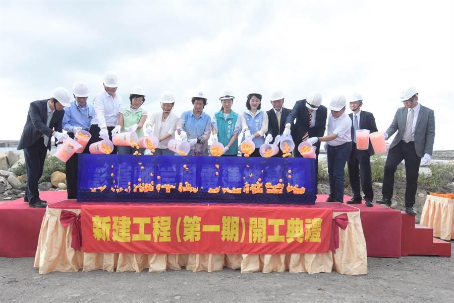 彰濱離岸風電運維基地第一期工程正式動工,下午在彰濱工業區鹿港區舉行開工典禮。(謝瓊雲攝)