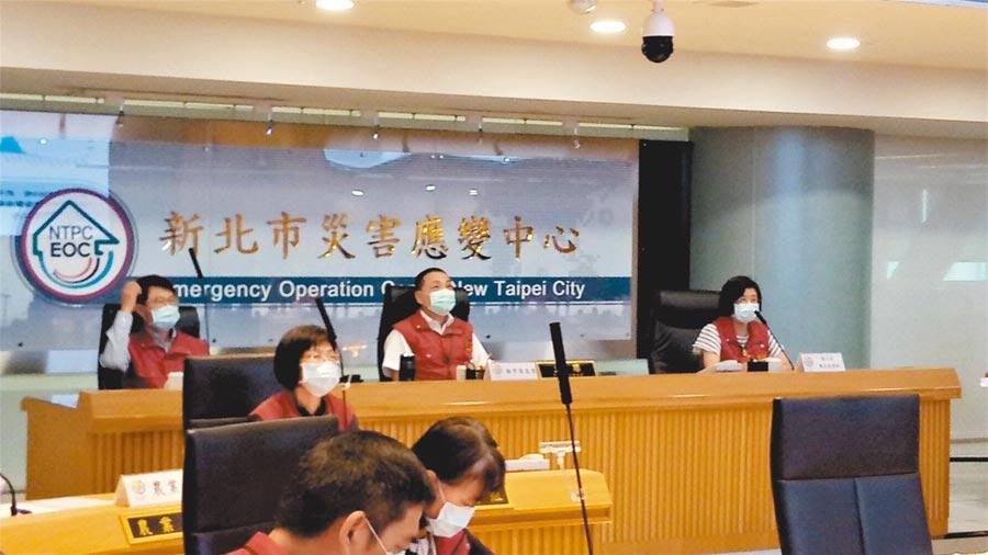 開學在即,新北市長侯友宜14日在防疫會議上要求校上緊發條,不能有任何防疫漏洞。(葉德正攝)