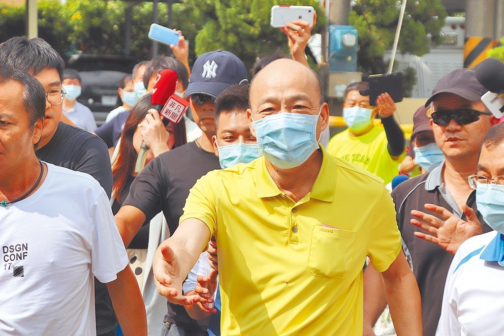 前高雄市長韓國瑜並未催出國民黨候選人李眉蓁的選票。圖為韓國瑜15日下午前往林園區普願寺投票。(洪浩軒攝)