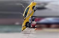 計程車直衝高雄港墜海 運將失蹤搜救中