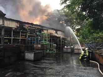 桃園大溪機械工廠傳火警 無人受傷消防員灌救中
