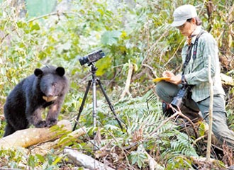 心疼黑熊斷掌 黃美秀一追20年