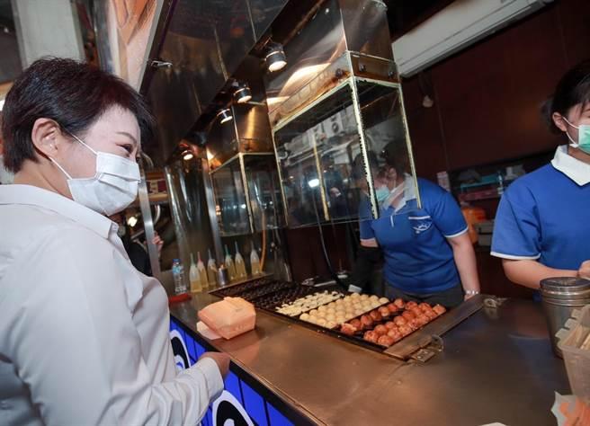 台中市長盧秀燕帶頭行銷2020台中購物節,APP登錄發票金額已衝破50億元。(盧金足攝)