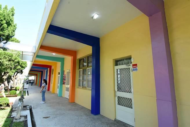 廢棄10多年的老舊校舍,重新整建彩繪後煥然一新。(謝瓊雲攝)