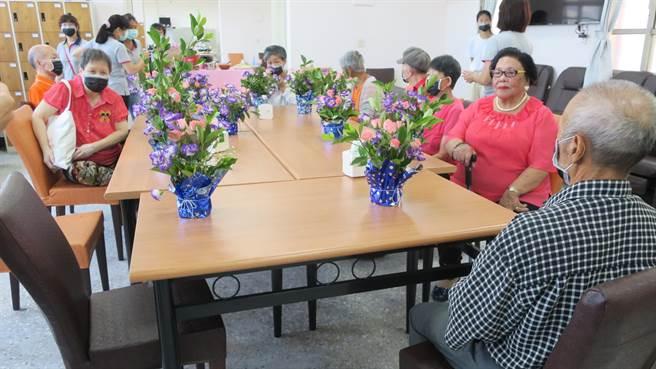 芳苑慈恩日照中心是彰化縣第一家校舍改建的日照中心,可收托30名長者,整建後內部空間十分寬敞明亮。(謝瓊雲攝)