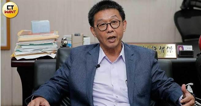 對於民間希望再發5000元消費券,民進黨立委許智傑表示,會參考商總意見。(圖/記者黃耀徵攝)