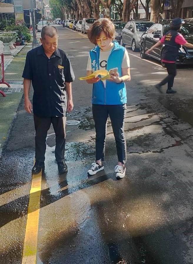 台中市議員黃馨慧期盼老舊自來水管線早日汰舊換新,真正提供民眾安全又方便用水。(盧金足攝)