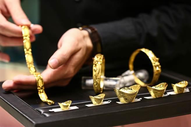 黃金的避險優勢仍繼續吸引投資者,成為推升金價上漲的最大動力。(鄧博仁攝)