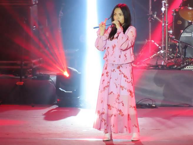 金曲歌后徐佳瑩帶著6個月身孕登台唱壓軸。(莊曜聰攝)