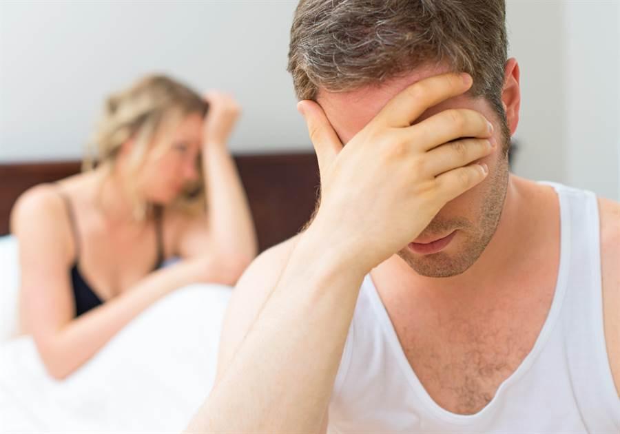 網友上網大抱怨與老婆求歡都遭拒,不知道如何維持婚姻。(示意圖/Shutterstock)