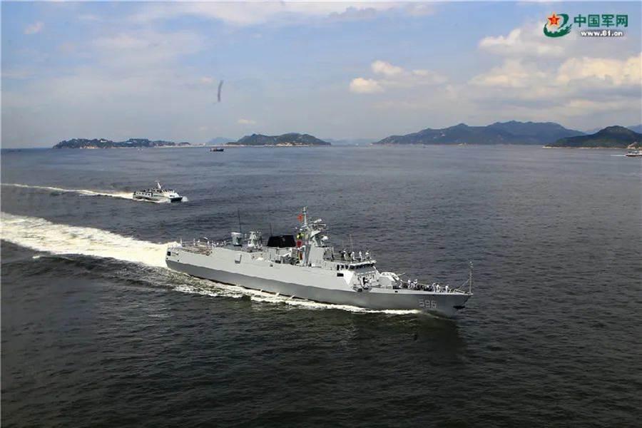 解放軍駐港部隊配備的056型導彈護衛艦惠州艦,於16日發布在南海實彈操演視頻,訓練科目包括射擊干擾彈、主炮射擊、輕武器射擊、直升機著艦訓練、防險救生訓練等十餘項。(圖/中國軍網)