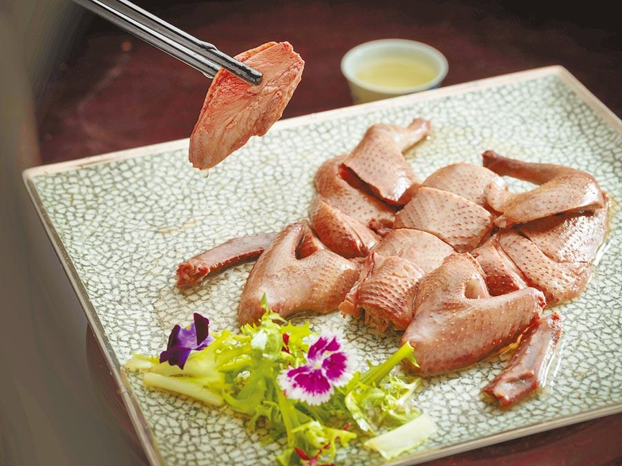 台北文華東方酒店 花雕醉乳鴿。(台北文華東方酒店提供)
