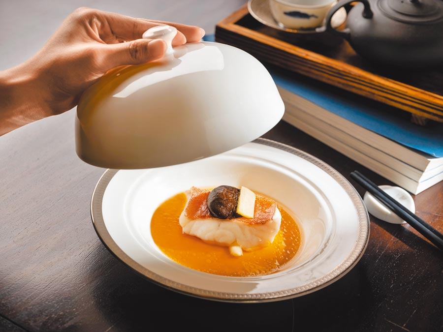 台北文華東方酒店 雞油花雕蒸星斑柳。(台北文華東方酒店提供)