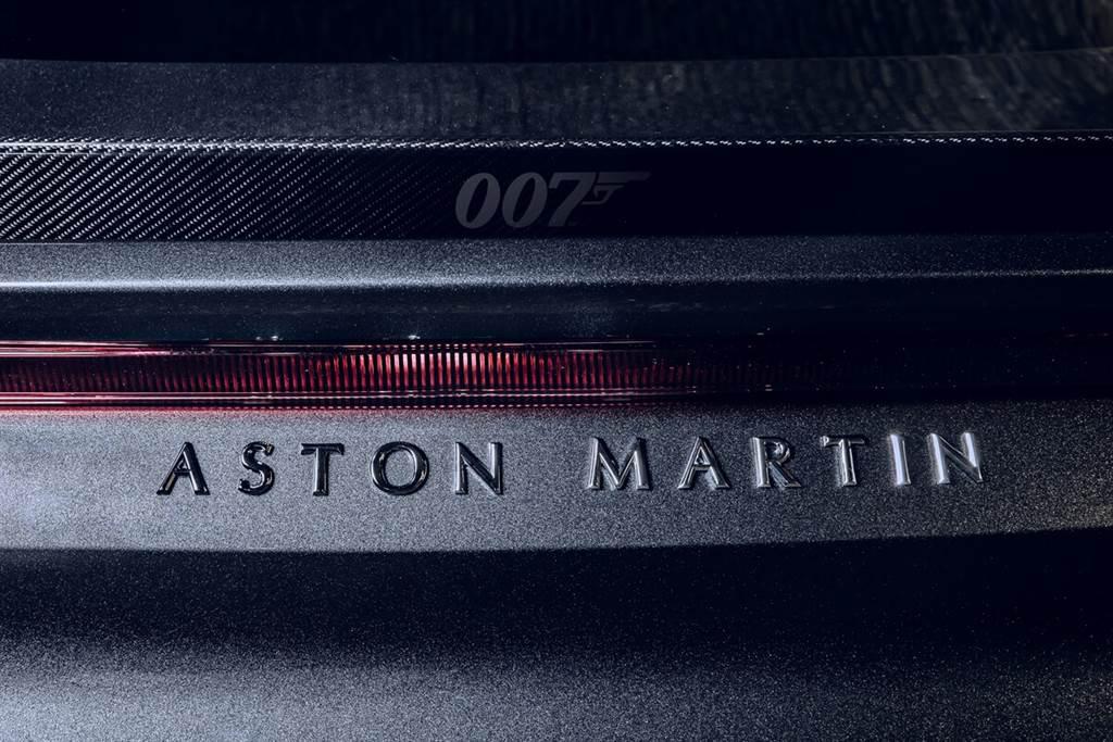 慶祝《007-生死交戰》就快上映,Aston Martin推出DBS Superleggera與Vantage紀念車款