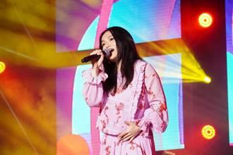 徐佳瑩挺六月肚嗨唱音樂節 自備「避震系統」