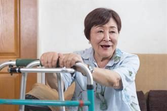 75歲「藝術歌后」生活艱辛疼痛20年 閻荷婷曝能站起來關鍵