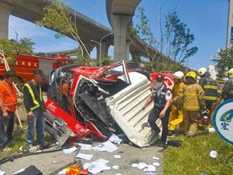 高雄衝出國道高架 水泥車駕駛重傷亡