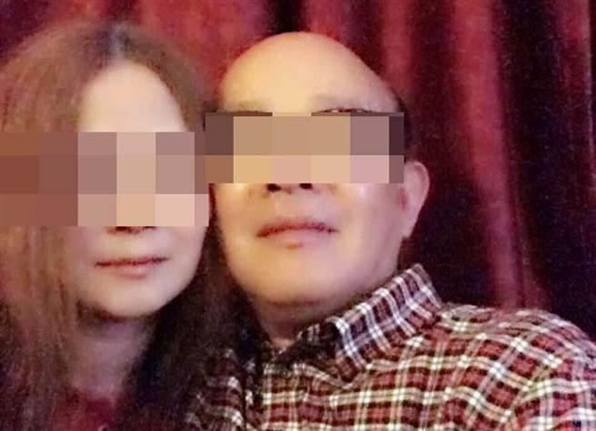 藍姓退役中校(右)遭查出疑被色誘當共諜,臉書也有跟女子親密合影的照片。(中時資料庫)