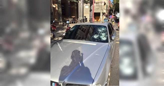 彰化縣鹿港鎮出現專砸百萬名車的怪客,短短4天就有12名車主受害。(圖/翻攝畫面)