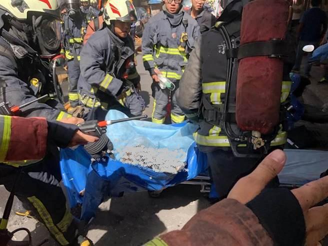 新莊永樂街死亡火警,尋獲一年輕焦屍仍有老婦失蹤。(許家寧翻攝)