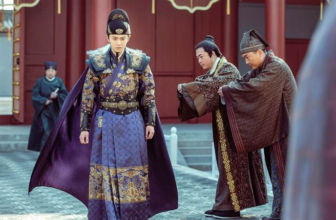 古裝男神任嘉倫在《大明錦衣衛》有很多套華麗服裝。(中天娛樂台提供)