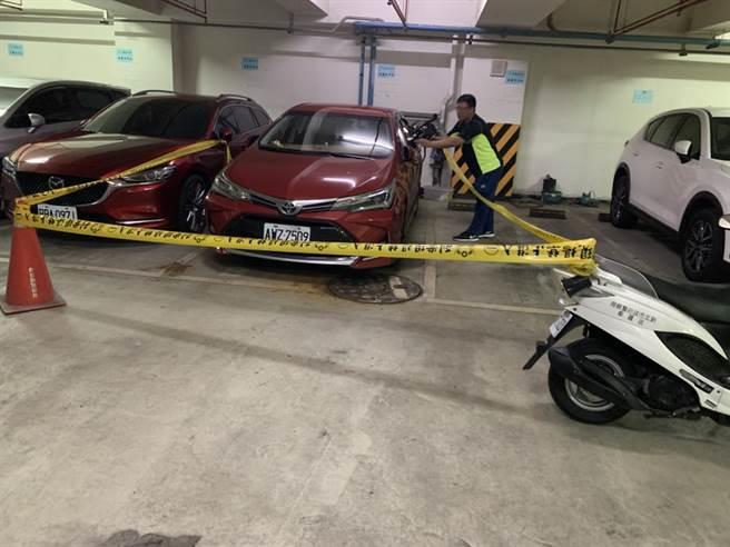 警方迅速將開槍的趙男逮捕到案,並查獲手槍、子彈。(林口警分局提供/許家寧新北傳真)