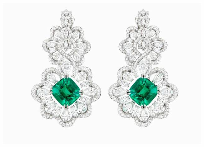 蕭邦2億珠寶登台,最貴的一件作品為祖母綠耳環,採用公平採礦18K白金,主石為枕形切割7.27克拉與6.14克拉祖母綠,3073萬元。(CHOPARD提供)